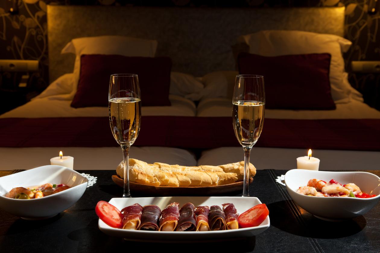 Как устроить романтический вечер мужу? Интересные идеи 16